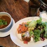 GRANO DELICATESSEN BAR - ランチプレート デリを二つ選択 サラダかご飯かパンか選択 メインを肉、魚、カレーから選択