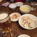 中国料理 一品香 - 水餃子と漬物、卵スープとビール(^∇^)