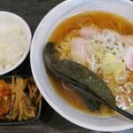 にら壱 - 料理写真:中華そば670円と無料のご飯とキムチとメンマ
