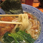 くじら軒 - パーコー麺薄口醤油味 麺リフト