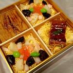 60744985 - 鰻や穴子にちらし寿司ユリの根が花弁でしたよ。