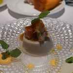 イザーレ・シュウ - えび芋とマッシュルームのパンナコッタ、赤海老をのせて