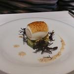 イザーレ・シュウ - 料理写真:アボガトのタルタル、濃厚なたける卵と炙ったパルミジャチーズを載せて