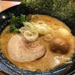 麺家 神明 - とんこつ熟玉のせ907円