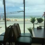 コーヒーショップ息吹樹 - 店内から望む海岸線 現在、復興工事中…