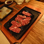 Kankokuanjupontochourinanha - ハラミ この鉄板で焼きます