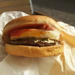 ファーストキッチン - ベーコンエッグバーガー(笑)  小さめだけど 久しぶりに大きく口を開けて食べた(笑)