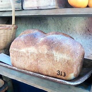 キッチン 313 カミユゲ - 料理写真:手捏ね食パン(450円)