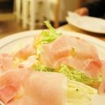 60756303 - 白菜と黄にんじんのサラダ 生ハムのせ 550円