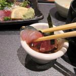 ソラエ・ダイニング 海鮮 七菜彩 - 新鮮なサバの刺身はゴマダレが付いてるんで山葵を少しつけこのタレでいただきました。