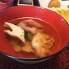 旅館 阿しか里 - 料理写真:お雑煮は紅白餅に鶴の蒲鉾、鶏肉と青菜が下に隠れていました