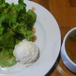トーチ カフェ - 豚ばら肉とカボチャの黒ごまカレーのサラダとスープ
