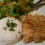 トーチ カフェ - 鶏もも肉の唐揚げ 油淋鶏ソース 税込800円