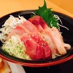 鱗介領 信海 食事処 - こちらは海鮮丼(並)にて!