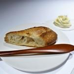 ブレストンコート ユカワタン - 自家製バゲット、チーズと豆腐のクリーム