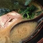 紫蔵 - らーめん並(700円)スープ