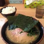 紫蔵 - らーめん並(700円)+ごはん中(100円)