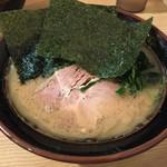 紫蔵 - らーめん並(700円)