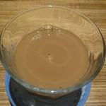 ニャー ヴェト ナム - 練乳入りベトナムコーヒー550円 練乳を混ぜ混ぜ