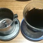 ニャー ヴェト ナム - 練乳入りベトナムコーヒー:ドリップ器具を外した全景