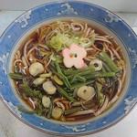 遠野屋 - 山菜蕎麦400円