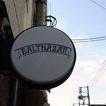 バルタザール - お店の看板です。頭上にあるお店の看板です。透き通った冬の空にマッチしています。