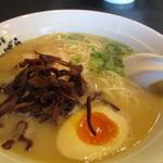 ばーばら - 鶏塩白湯770円は豚骨・鶏のダブル白湯スープ