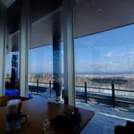 cafe&restaurant 360 - 窓からはオホーツクの海が見えます。晴れていると知床半島がきれいに見えます。