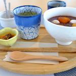 cafe&restaurant 360 - おしるこです。お茶と口直しの漬物が付きます。