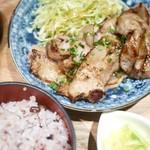 60773895 - 三元豚・豚バラしょうが焼き定食(16穀米)