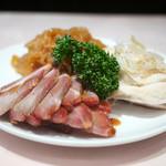 梅蘭 - 3種冷菜盛り合わせ(叉焼、蒸し鶏、クラゲ)