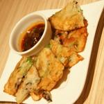 東京純豆腐 - 旬の牡蠣と青ネギのチヂミ(720円)2016年12月