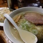 60774933 - 塩らあめん(麺大盛り無料、¥630-)                       自家製餃子(¥300-)