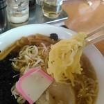 越王らーめん - 手打ち風ラーメン 麺リフトアップ