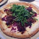 800°ディグリーズ ナポリタン ピッツェリア - 牛肉の赤ワイン煮とザワークラウトのピッツァ