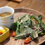 ママトコキッチン カフェレストラン - サラダ・スープ・自家製ピクルス