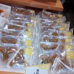 かんのや 本店文助 - 家伝ゆべし216円(2個)柚子入りあん