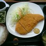 おおしも食堂 - とんかつ定食(税込み800円)