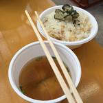 島田水産 - 牡蠣飯に味噌汁