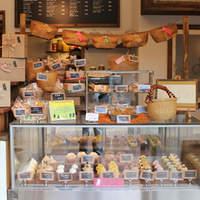 eden - 店内には手作りのクッキー・カップケーキがたくさん!
