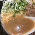 らーめん 伊藝 - 豚骨魚介らーめん (750円)スープ