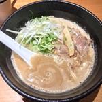 らーめん 伊藝 - 豚骨魚介らーめん (750円)