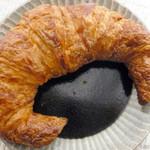 アンプレスィオン - クロワッサン¥200(税抜)。バターが濃厚でしっとりめの食感です。