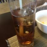 和 - ドリンク写真:ウーロン茶には丸い氷