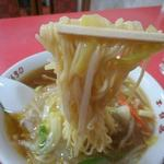 玉泉亭 - 麺リフトアップ