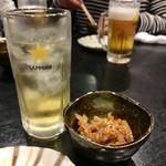 千鶏 - 梅酒ソーダ割りとお通しの大根の金平
