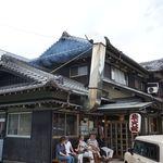 炭火焼うなぎ 東山物産 - お店は鵜方駅から歩いて数分。