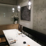 CINA New Modern Chinese - モノトーン・シックのモダンな個室