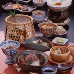 花楽 - 料理写真:四季折々の食材を詰め込んだ京料理。