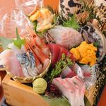 日本酒の魚枡 - 店名の由来の刺身七点盛り『枡盛』2,200円(税抜)